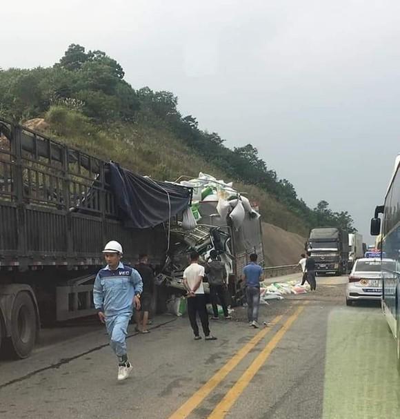 Tai nạn vừa xảy ra trên cao tốc Nội Bài- Lào Cai chiều 30-11