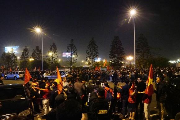 Các cầu thủ U22 và đội tuyển nữ Việt Nam rời sân bay Nội Bài đến diện kiến Thủ tướng ảnh 13