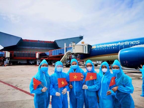Đón hơn 500 công dân Việt Nam về nước ảnh 1