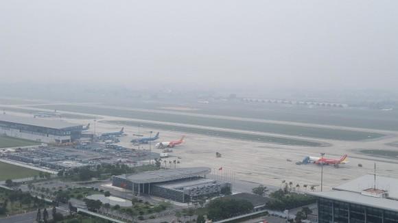 Sân bay Nội Bài bị sương mù bao phủ