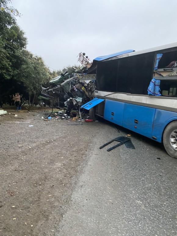 3 người tử vong sau vụ tai nạn giữa xe tải và xe khách ảnh 1