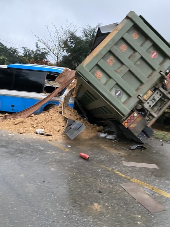 3 người tử vong sau vụ tai nạn giữa xe tải và xe khách ảnh 2