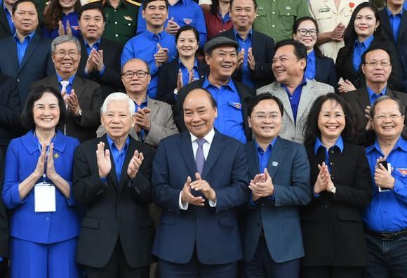 Thủ tướng Nguyễn Xuân Phúc gặp mặt cán bộ đoàn tiêu biểu nhận giải thưởng Lý Tự Trọng 2021 ảnh 3