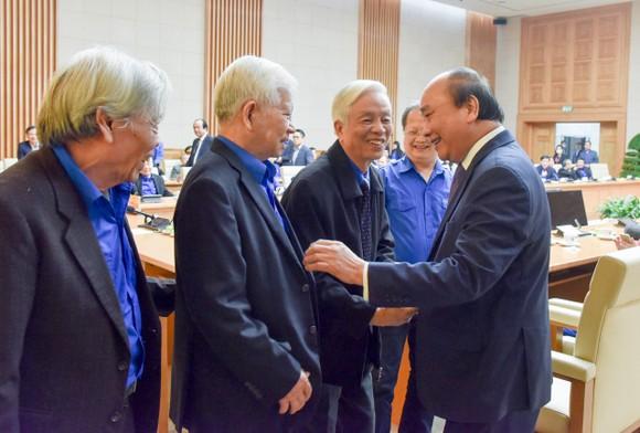 Thủ tướng Nguyễn Xuân Phúc gặp mặt cán bộ đoàn tiêu biểu nhận giải thưởng Lý Tự Trọng 2021 ảnh 2