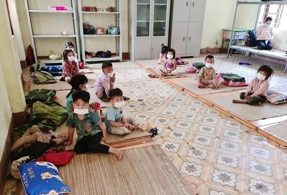 Các em nhỏ trong các khu cách ly phải sinh hoạt trong hoàn cảnh thiếu thốn