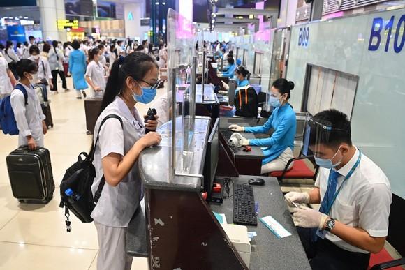 Làm thủ tục chuyến bay tại sân bay Nội Bài thời gian trước khi thực hiện giãn cách xã hội theo Chỉ thị 16