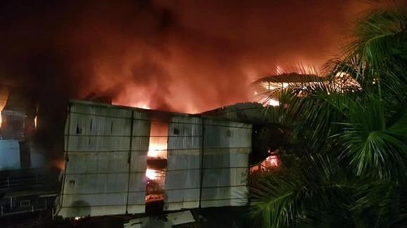 6.000m² kho Công ty Bóng đèn Phích nước Rạng Đông bị thiêu rụi ảnh 2