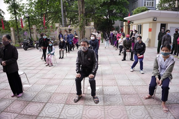 Thêm điểm phát gạo miễn phí cho người khó khăn ở Hà Nội ảnh 1