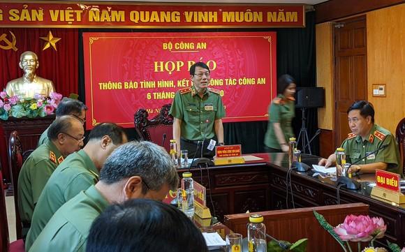 Trung tướng Lương Tam Quang thông tin về quá trình điều tra cái chết TS. Bùi Quang Tín. Ảnh: GIA KHÁNH