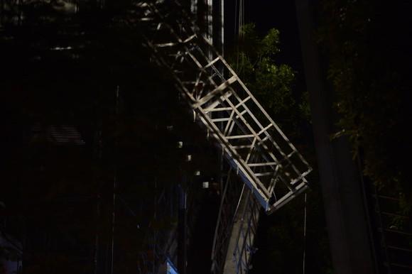 Xác định 4 người tử vong do sập giàn giáo tời khi đang lắp kính nhà cao tầng ảnh 1