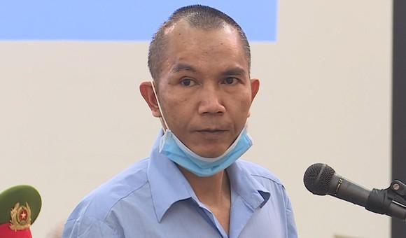 Bị cáo Lê Đình Chức chắp tay, cúi đầu xin lỗi gia đình bị hại ảnh 1