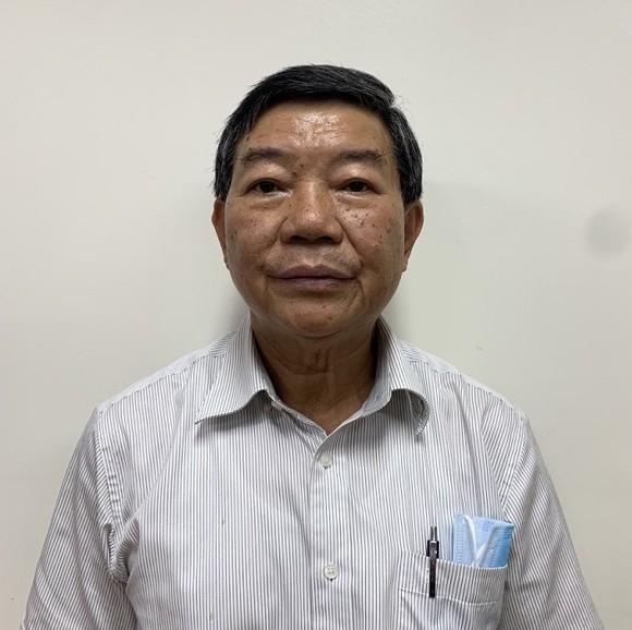 Khởi tố, tạm giam cựu Giám đốc Bệnh viện Bạch Mai ảnh 1