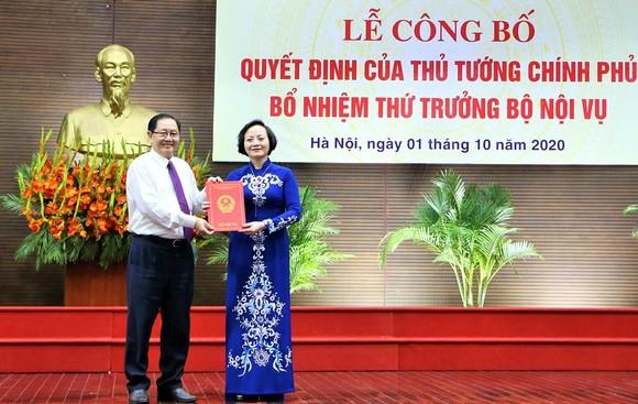 Tân Thứ trưởng Bộ Nội vụ Phạm Thị Thanh Trà nói sẽ nỗ lực phấn đấu để hoàn thành mọi nhiệm vụ  ảnh 1