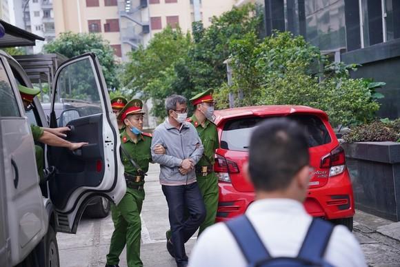 Các bị cáo làm thất thoát gần 1.700 tỷ đồng tại BIDV hầu tòa ảnh 4