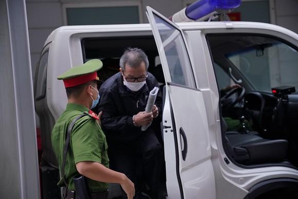 Các bị cáo làm thất thoát gần 1.700 tỷ đồng tại BIDV hầu tòa ảnh 5