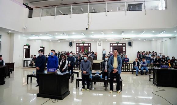 Vụ nâng giá máy xét nghiệm Covid-19: Chủ mưu Nguyễn Nhật Cảm lãnh 10 năm tù giam ảnh 2