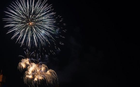 Mãn nhãn với màn pháo hoa chào đón năm mới tại Hà Nội ảnh 3