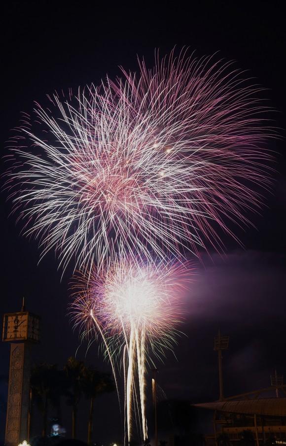 Mãn nhãn với màn pháo hoa chào đón năm mới tại Hà Nội ảnh 16