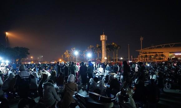 Mãn nhãn với màn pháo hoa chào đón năm mới tại Hà Nội ảnh 1