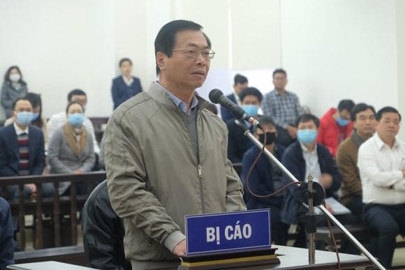 Vắng 3 bị cáo, hoãn phiên toà xét xử ông Vũ Huy Hoàng ảnh 7