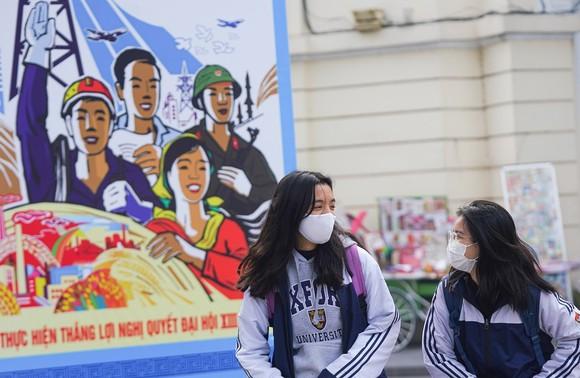 Đường phố Hà Nội 'thay áo mới' chào mừng Đại hội Đảng lần thứ XIII ảnh 19