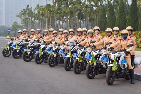 Lãnh đạo Cục Cảnh sát giao thông kiểm tra công tác tổ chức phân luồng cho Đại hội Đảng ảnh 2