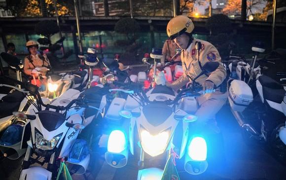 Chùm ảnh cảnh sát giao thông dẫn đoàn chuẩn bị cho một ngày làm việc ảnh 2