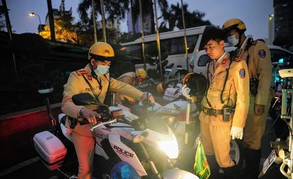 Chùm ảnh cảnh sát giao thông dẫn đoàn chuẩn bị cho một ngày làm việc ảnh 3