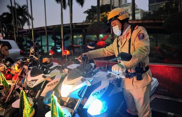 Chùm ảnh cảnh sát giao thông dẫn đoàn chuẩn bị cho một ngày làm việc ảnh 6