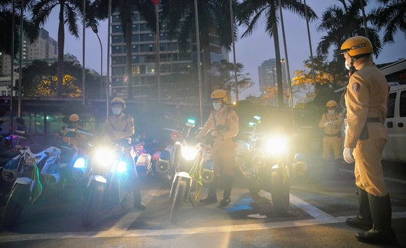 Chùm ảnh cảnh sát giao thông dẫn đoàn chuẩn bị cho một ngày làm việc ảnh 5