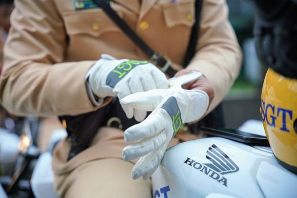 Chùm ảnh cảnh sát giao thông dẫn đoàn chuẩn bị cho một ngày làm việc ảnh 16