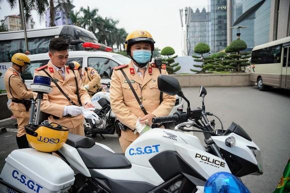 Chùm ảnh cảnh sát giao thông dẫn đoàn chuẩn bị cho một ngày làm việc ảnh 20