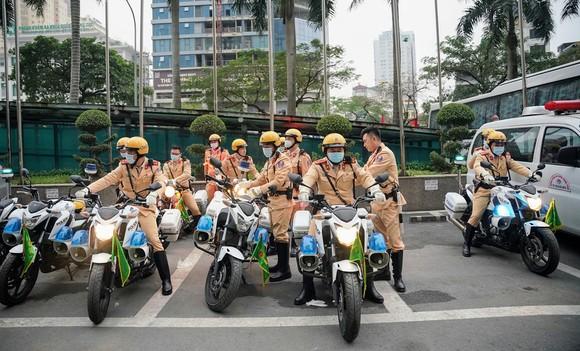 Chùm ảnh cảnh sát giao thông dẫn đoàn chuẩn bị cho một ngày làm việc ảnh 18