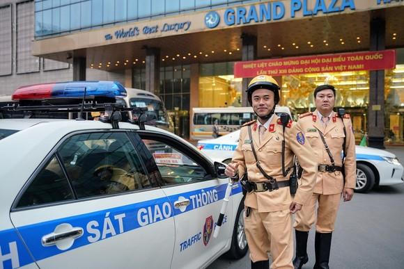 Chùm ảnh cảnh sát giao thông dẫn đoàn chuẩn bị cho một ngày làm việc ảnh 19