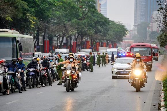 Chùm ảnh cảnh sát giao thông dẫn đoàn chuẩn bị cho một ngày làm việc ảnh 23