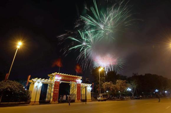 Màn pháo hoa tầm cao chào năm mới duy nhất ở Hà Nội ảnh 2