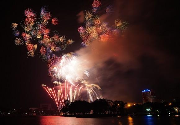 Màn pháo hoa tầm cao chào năm mới duy nhất ở Hà Nội ảnh 6