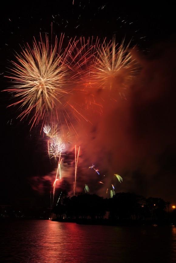 Màn pháo hoa tầm cao chào năm mới duy nhất ở Hà Nội ảnh 7