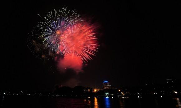 Màn pháo hoa tầm cao chào năm mới duy nhất ở Hà Nội ảnh 15