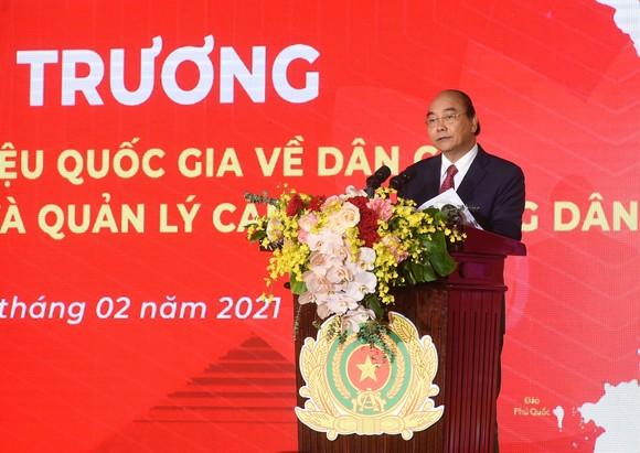 Thủ tướng Nguyễn Xuân Phúc: Đẩy nhanh việc chuyển đổi số trong quản lý dân cư ảnh 1