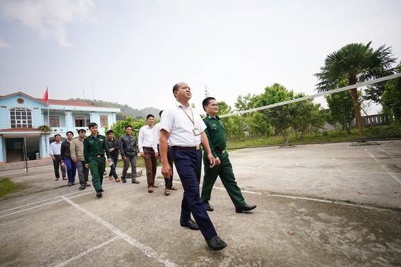 Băng hàng chục cây số đường rừng để học Nghị quyết của Đảng ảnh 2
