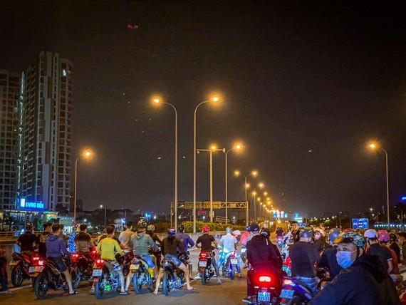 """Nhóm """"quái xế"""" chặn đường cao tốc TPHCM - Long Thành - Dầu Giây, TP Thủ Đức (TPHCM) đua xe vào rạng sáng ngày 19-3"""