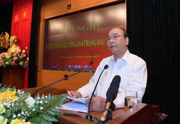 Chủ tịch nước Nguyễn Xuân Phúc: Lực lượng công an phải lo cho cuộc sống bình yên của người dân ảnh 2