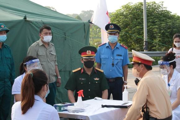 22 chốt kiểm soát dịch ở Hà Nội bắt đầu hoạt động, không xảy ra ùn ứ  ảnh 1