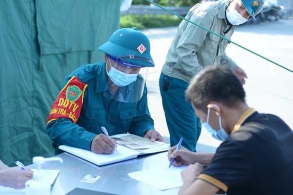 22 chốt kiểm soát dịch ở Hà Nội bắt đầu hoạt động, không xảy ra ùn ứ  ảnh 3