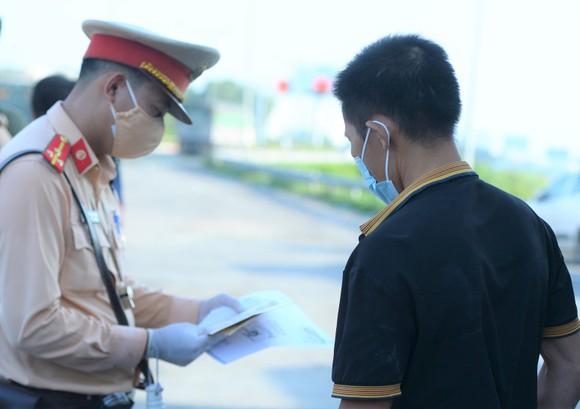 22 chốt kiểm soát dịch ở Hà Nội bắt đầu hoạt động, không xảy ra ùn ứ  ảnh 5