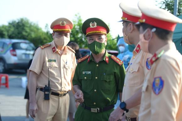 22 chốt kiểm soát dịch ở Hà Nội bắt đầu hoạt động, không xảy ra ùn ứ  ảnh 9