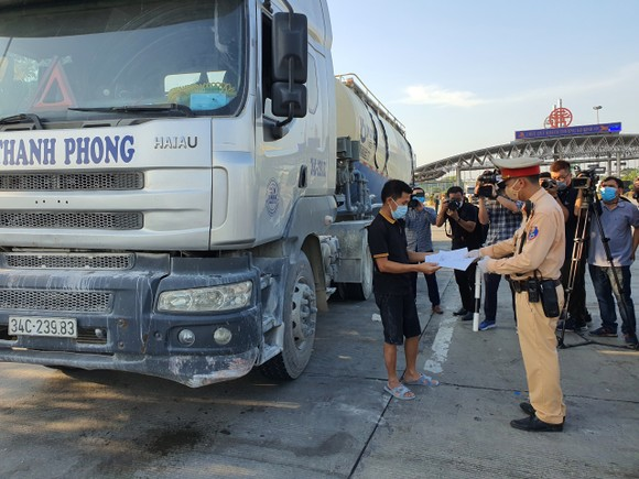 22 chốt kiểm soát dịch ở Hà Nội bắt đầu hoạt động, không xảy ra ùn ứ  ảnh 6
