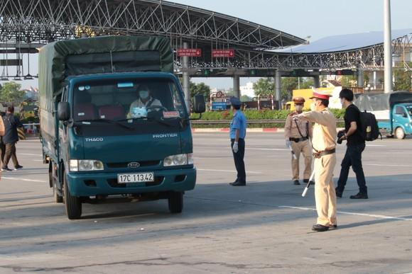 22 chốt kiểm soát dịch ở Hà Nội bắt đầu hoạt động, không xảy ra ùn ứ  ảnh 8