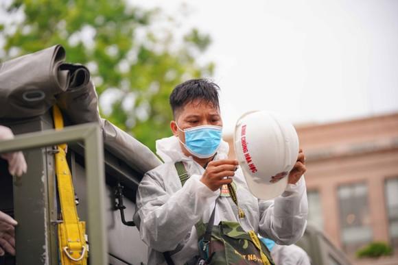 15 xe đặc chủng phun khử khuẩn tại 3 quận nội thành Hà Nội ảnh 6